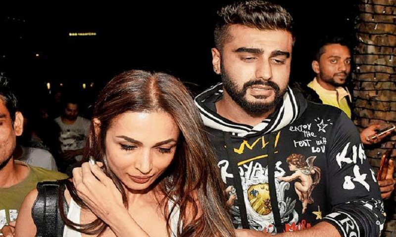 Arjun Kapoor shields Malaika Arora from fans