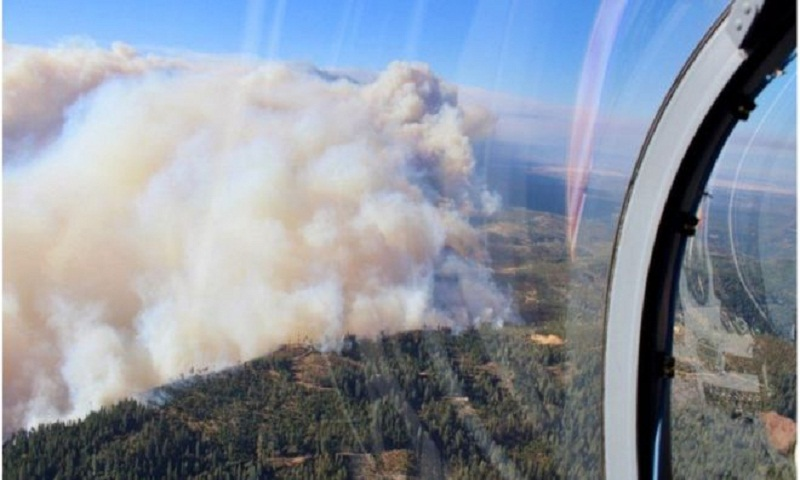 Thousands evacuated over fast-moving California wildfire