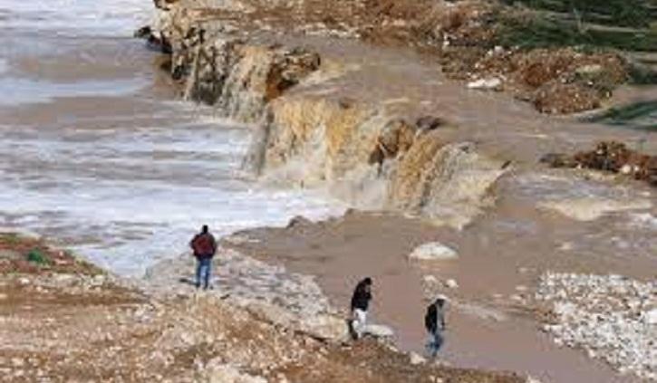 Floods in Jordan kill 12, force tourists to flee Petra