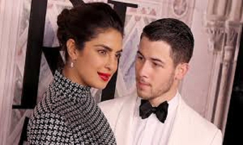 Nick Jonas's wallpaer is a picture of his first meeting with Priyanka