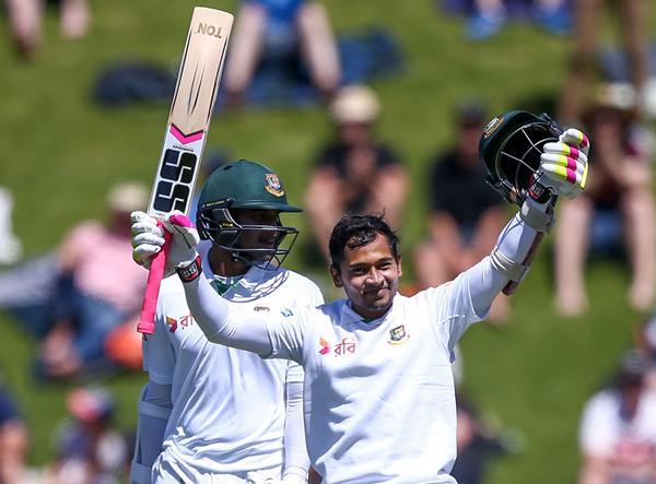 Mushfiq hits double ton, Bangladesh cross 500