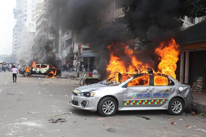 BNP men clash with police at Nayapaltan (Video)