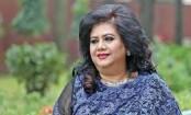 Runa Laila rings her birthday with family members in Kolkata