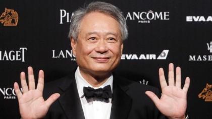 Director Zhang Yimou wins Golden Horse Award for 'Shadow'