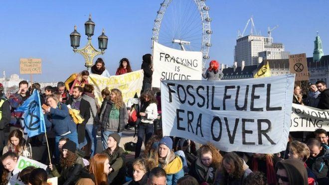 Climate change protests block London bridges