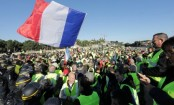 France fuel protest: One dead in 'yellow vest' blockades