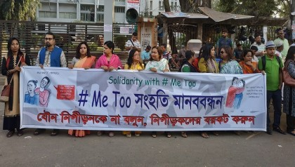 Female journos form human chain supporting #MeToo