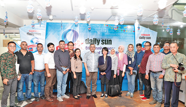 Indonesian  journos visit  Daily Sun