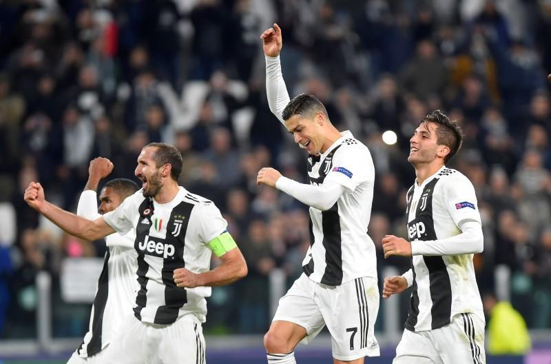 Mandzukic fires Juventus into Champions League last 16