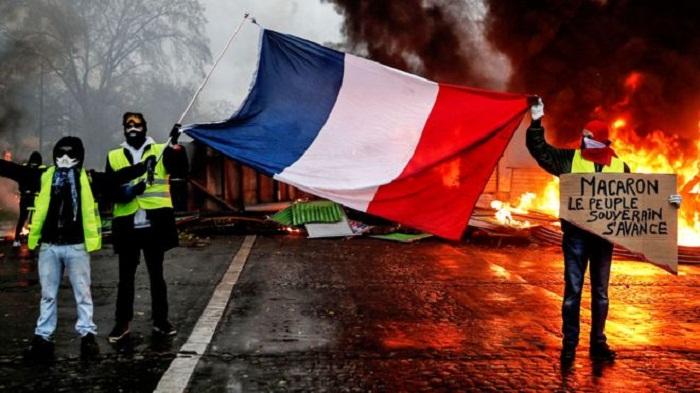 France suspends fuel tax rises amid violent protest