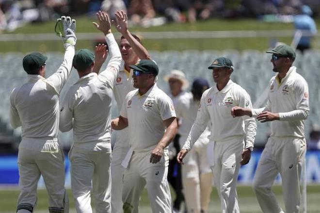 Kohli falls as Australia quicks put India on ropes