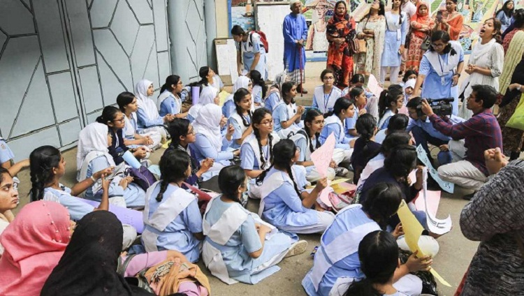Viqarunnisa Noon School and College students call off protest