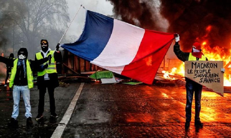France protests: Fuel tax rises in 2019 budget dropped