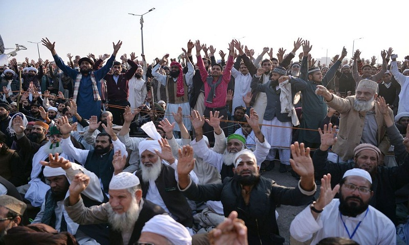 Pakistan opposition rally clashes with police, dozens hurt