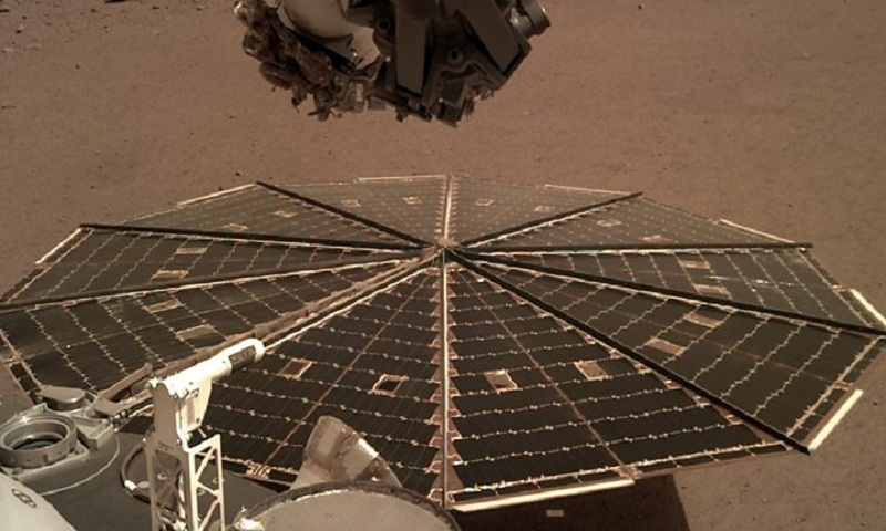 Nasa's InSight probe listens to Martian winds