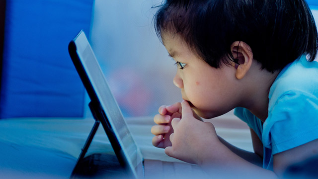 Heavy screen time appears to impact childrens' brains: study