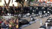 Police in Thailand lay down weapons and join with protestors (video)
