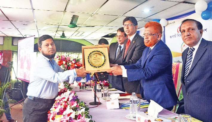 Director of City Lube Oil Industries Ltd Md Sharif Ullah receives Best Corporate Award
