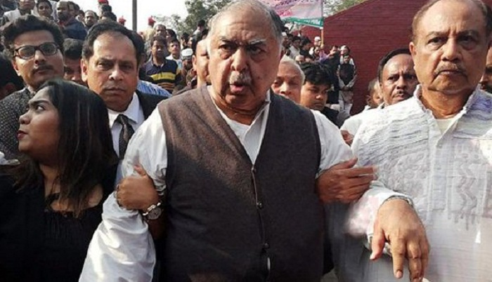 Jatiya Oikya Front Chief Dr Kamal Hossain threatens reporters