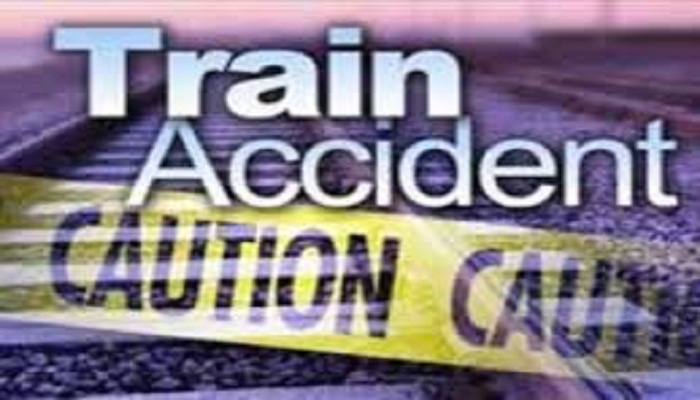 6 killed after falling from train roof in Pabna