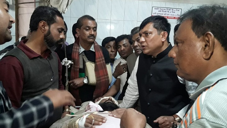 50 injured in Awami League-BNP clash in Lalmohan, journos assaulted