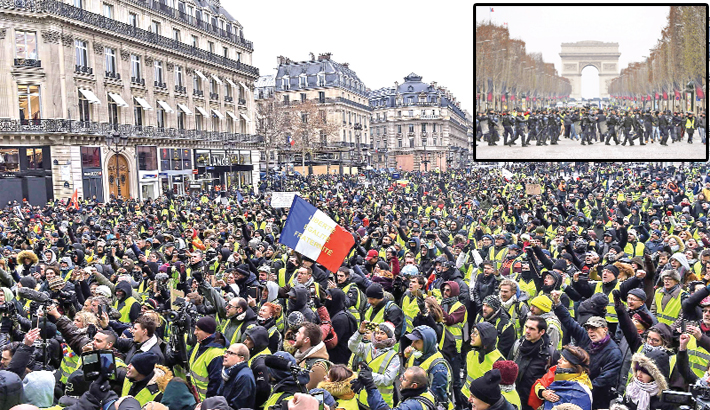 Protesters wearing yellow vests (gilets jaunes) demonstrate on the place