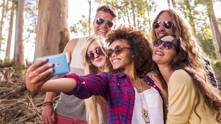 Capturing selfie causes wrist problem, says study