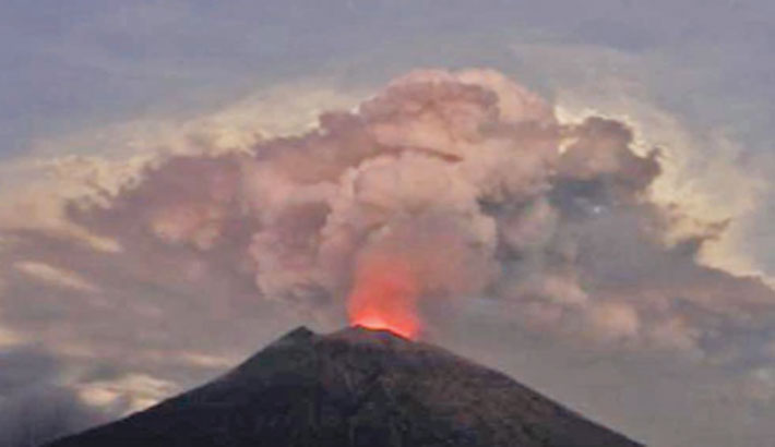 Bali's Agung volcano spews ash in fresh eruption
