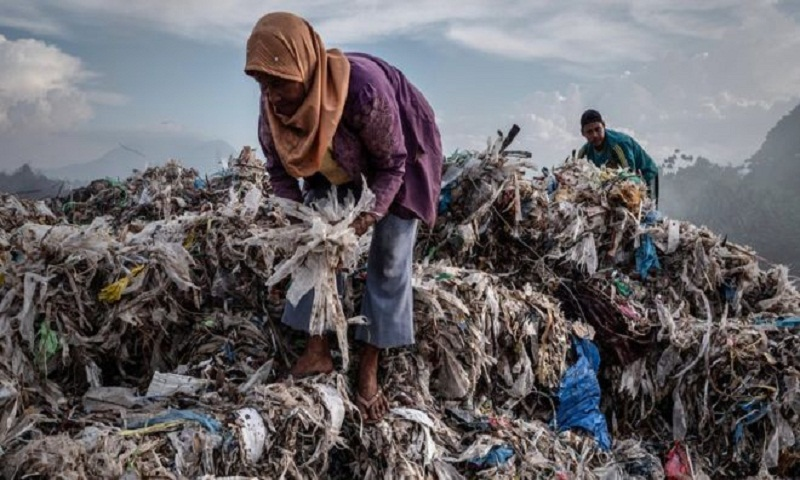 Reality Check: Where is the plastic waste mountain?