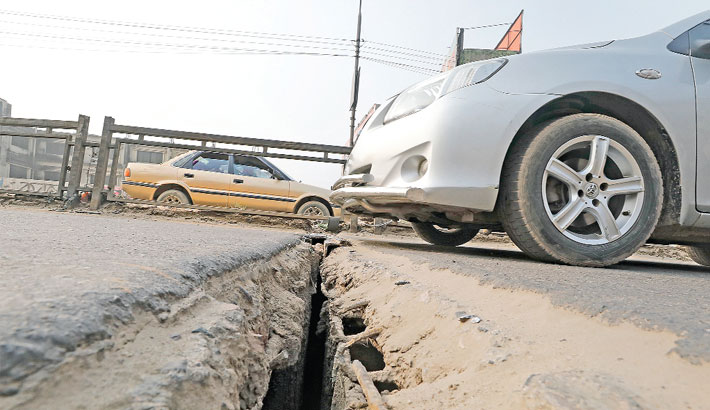 An expansion joint of Babubazar bridge over the river Buriganga