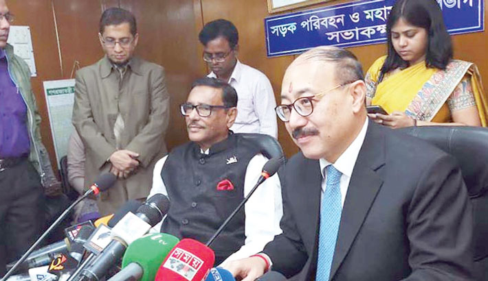 Awami League General Secretary Obaidul Quader and outgoing Indian High Commissioner Harsh Vardhan Shringla speak