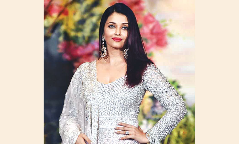 Aishwarya recalls how Abhishek proposed to her, Hrithik 's reaction