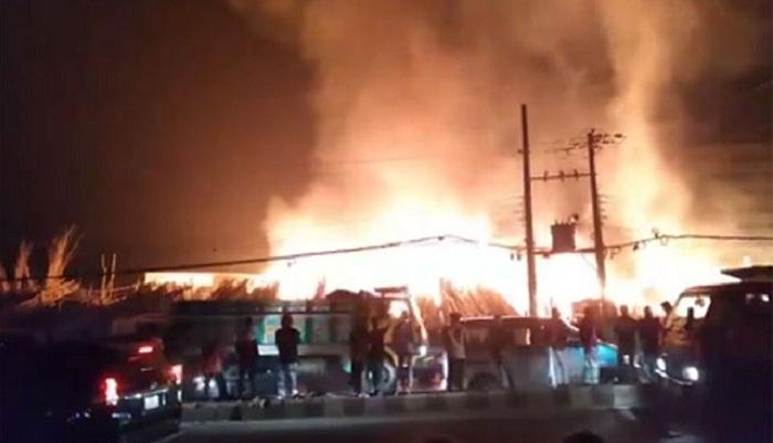 Fire catches at Badda bamboo market