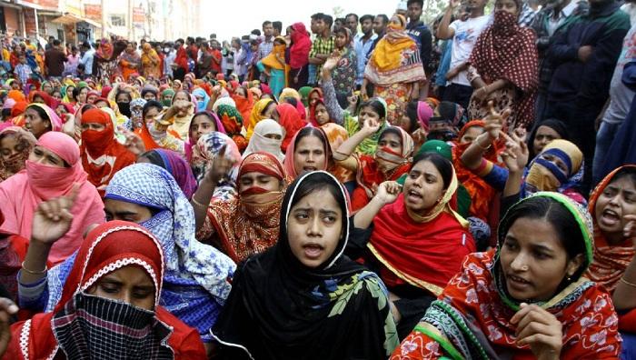 One RMG worker killed in Savar clash, 30 hurt