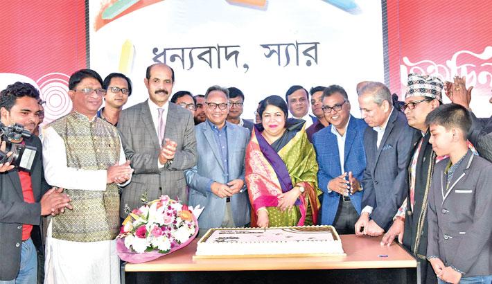 Dr Shirin Sharmin Chaudhury cuts a cake to mark the ninth founding anniversary of vernacular daily Kaler Kantho