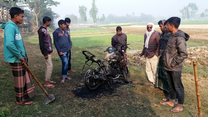 Swechchhasebak Dal leader's bike torched in Joypurhat