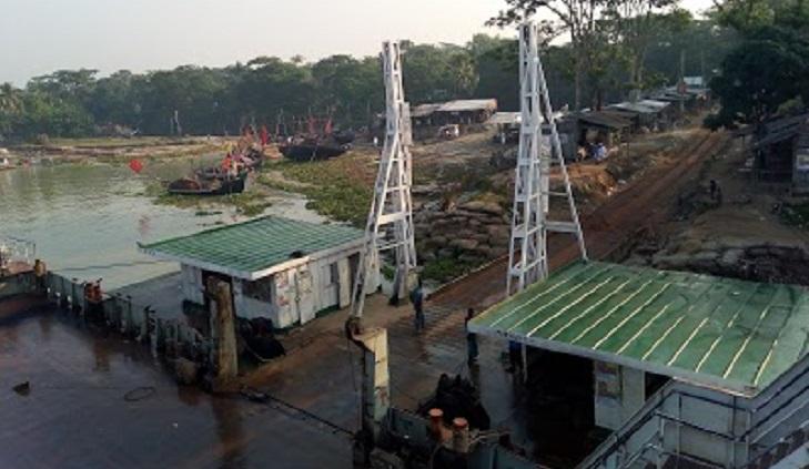 Hundreds of trucks stranded at Horina ferry terminal