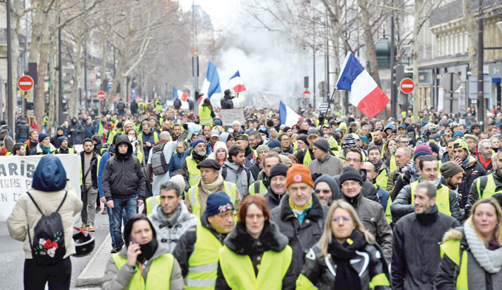 France's 'yellow vests' mobilise for new round of demos