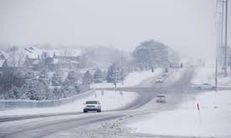 Storm dumps snow on Midwest; at least 5 dead in crashes