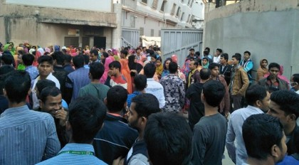 RMG workers reject revised wage structure, stage demo at