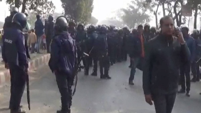 Dhaka-Aricha highway blocked over death rumour of RMG worker