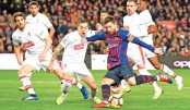 Barcelona extend lead at top