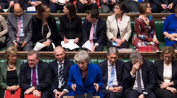 UK government survives no confidence vote