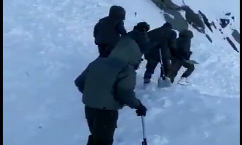 1 dead, 9 trapped in avalanche at Khardung La pass in Jammu and Kashmir's Ladakh