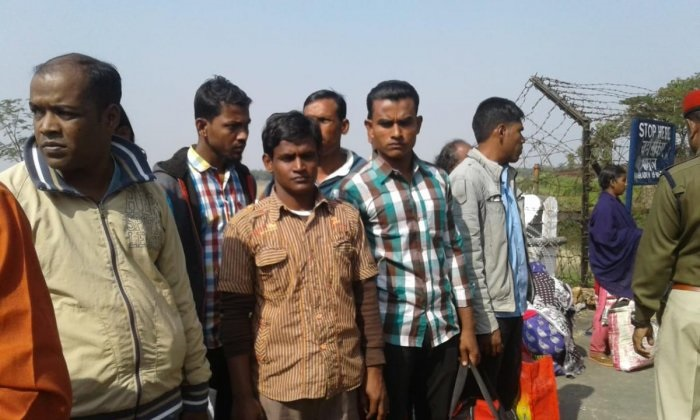 21 Bangladeshis return after jail sentences in India