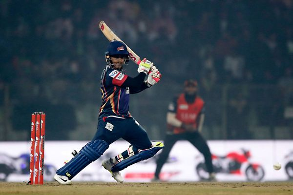 Chittagong Vikings set 215 runs target for Khulna Titans