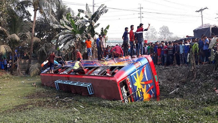 8 killed in separate Cumilla road crashes