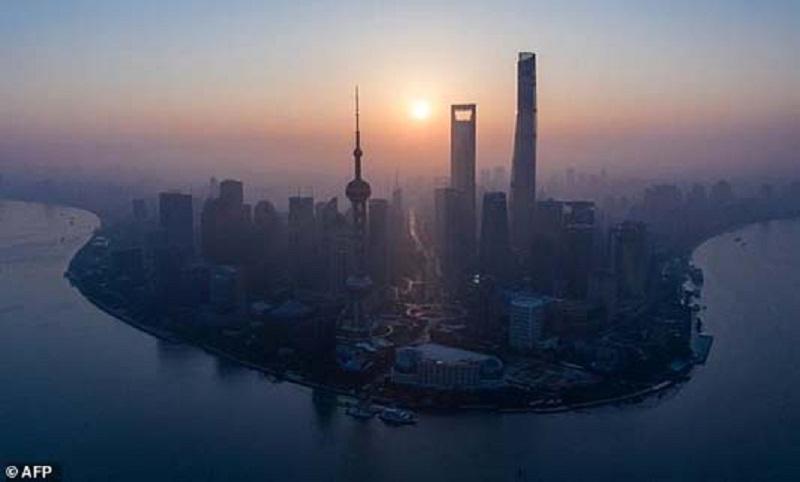 Asian markets swing as dealers battle uncertainty