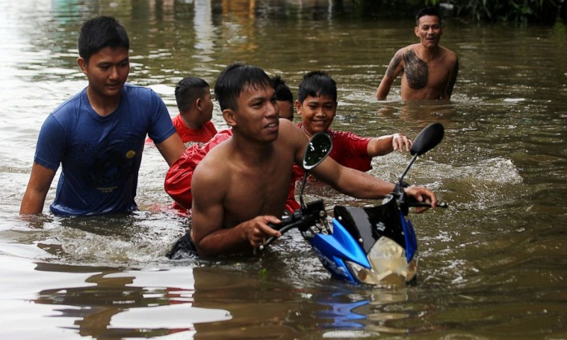Death toll from Indonesian floods and landslides rises to 26