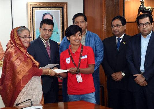 Prime Minister awards U-18 women soccer team